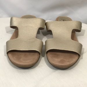 Life stride Baha flat sandal